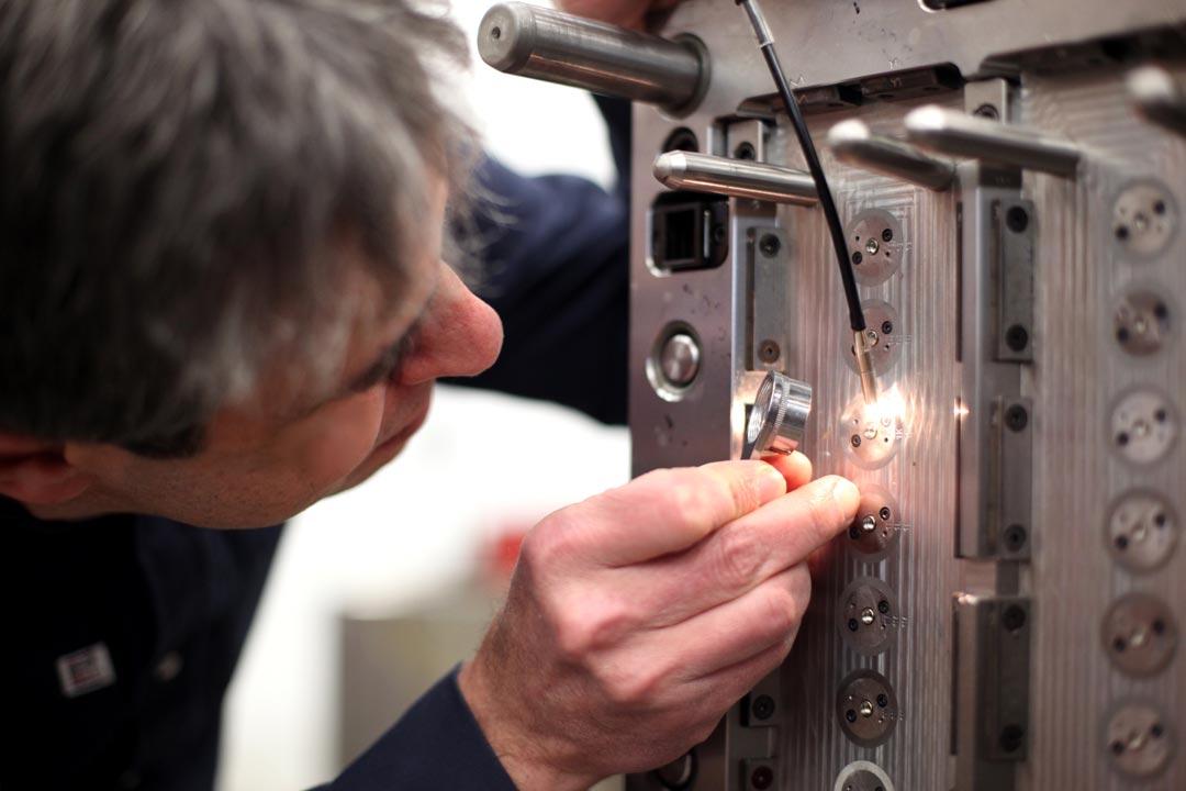 visual-inspection-precision-mold